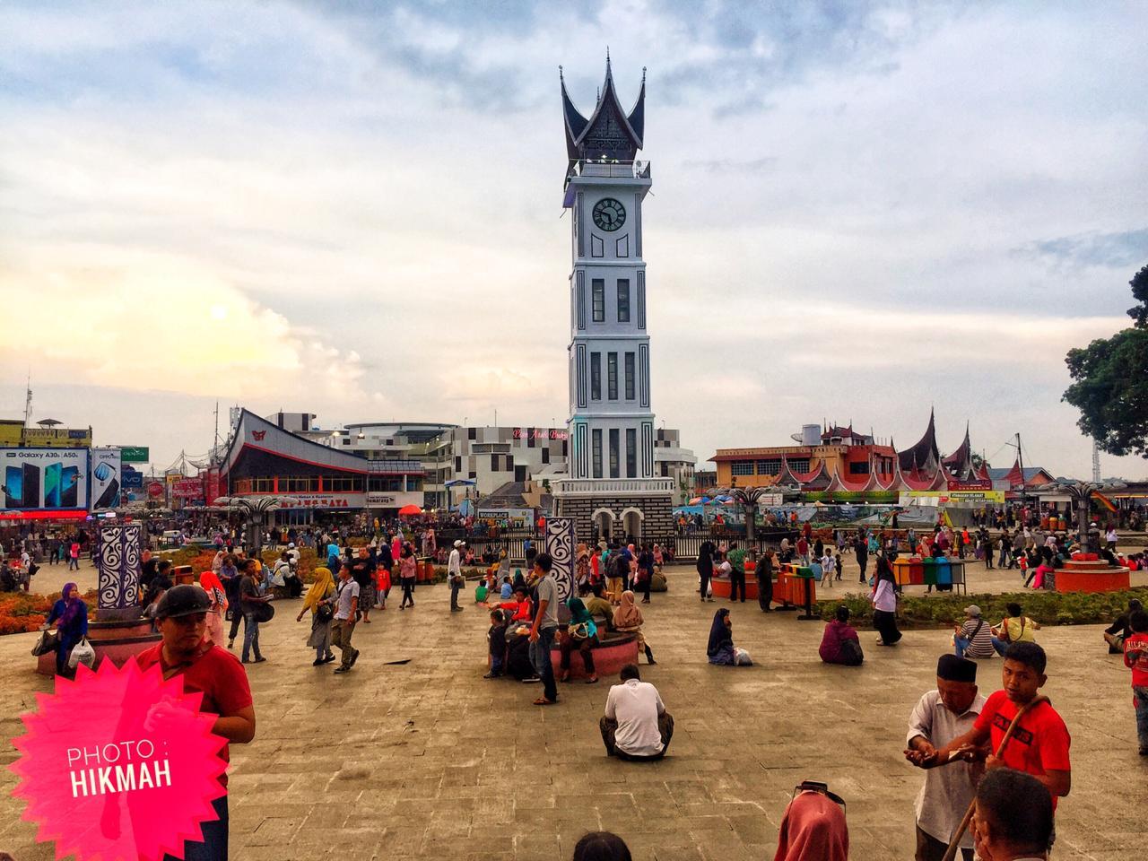 Melihat Pesona Jam Gadang dan Istana Bung Hatta di Bukittinggi